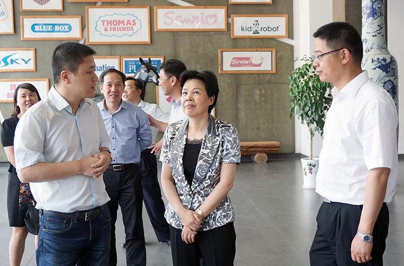 浙江省委常委宣传部部长葛慧君前来和信参观视察