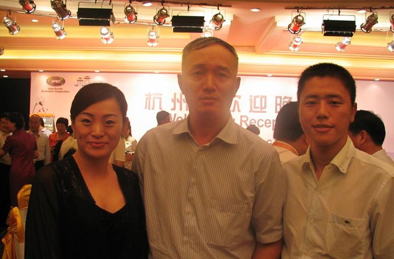 中共浙江省委组织部蔡奇部长通过腾讯微博对木玩世家以微博促内销的做法进行了充分肯定与点评